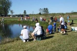 kids-fishing-at-pond
